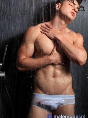 Carlos effort shower