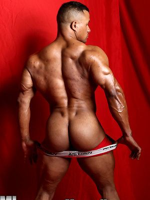 Devon Ford bodybuilder pro strokes his ebony cock