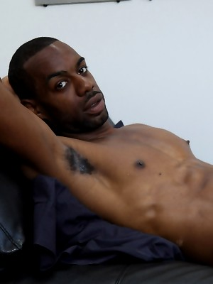 Ebony hunk Chase Coxxx
