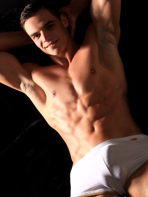 Etienne stong fitness body