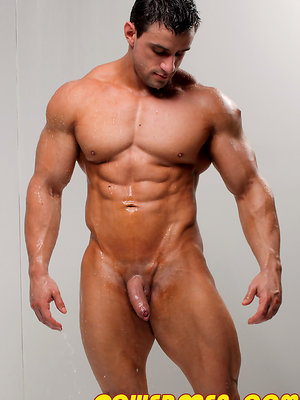 Gold standard muscle show-off Macho Nacho