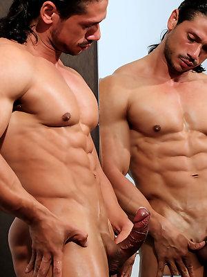 Latino bodybuilder Nino Sabrini