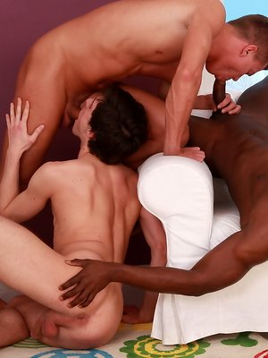 Fuckin' horny interracial DP